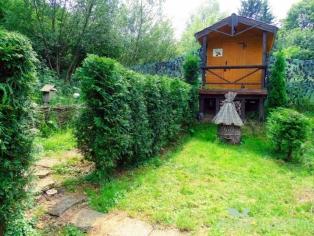 Пчелиный дом с ульями