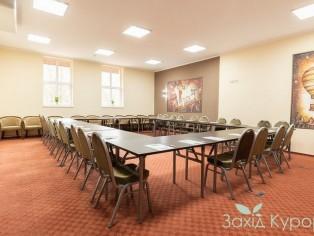 Красный конференц-зал