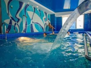 Закритый плавательный басейн с подогревом