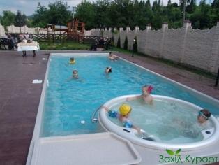 Открытый бассейн. Джакузи