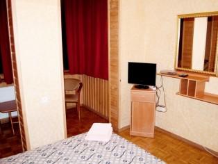 """Семейный 2-комнатный Люкс, Отель \""""Мальвы\"""""""