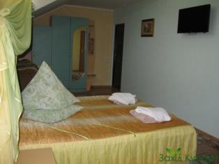 """Отель-вилла """"У Олега"""" Номер 8 """"Двухместный с двуспальной кроватью. Мансардный"""""""