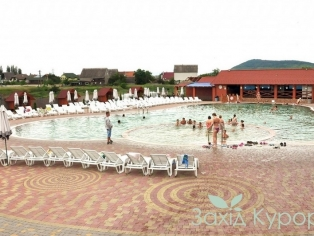 Открытый термальный бассейн