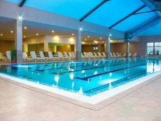 Большой крытый термальный бассейн (t ° + 26 °)