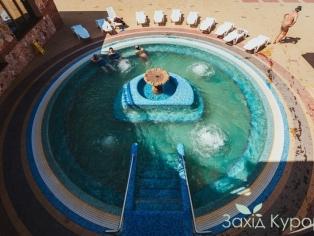 Маленький открытый термальный бассейн (t + 39 °)