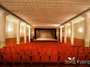 Конференц-зал на 386 мест