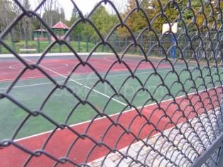 Спорт площадка для игры в тенис и баскедбол