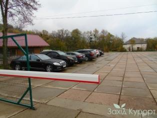 "Санаторий ""Кришталеве Джерело"" - на территории ( парковка )"
