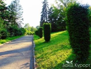 sanatoriy_hrustalnyj-dvorec-truskavets-park2