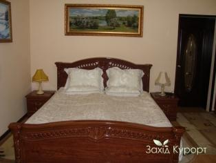 Номер с одной двуспальной кроватью