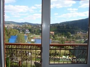 №5. Двухместный номер с дополнительным двухместным диваном. Вид с балкона.